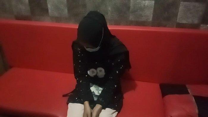 Seorang Wanita Muda Terpergok Curi Celana Dalam Pria hingga Penyedap Rasa di Minimarket
