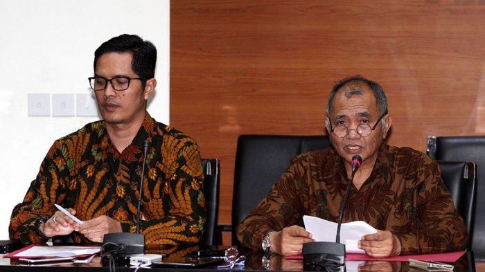 Petugas KPK Angkut Empat Koper dari Rumah Dinas Bupati Purbalingga