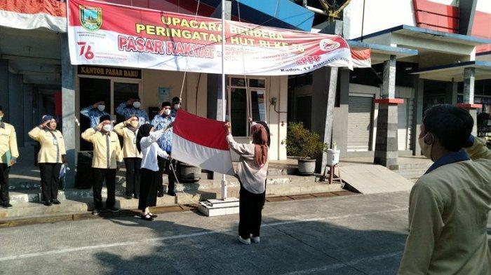 Gelar Upacara Bendera di Pasar Baru Kudus, Pedagang Berharap Ekonomi Segera Pulih