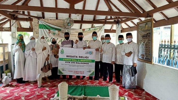 Napak Tilas Tokoh Penyebar Islam, FITK UIN Walisongo Ziarahi Makam Waliyullah di Semarang