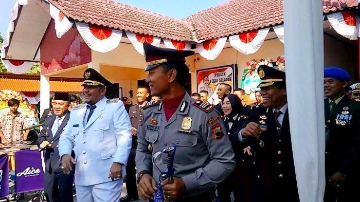 Dedy Yon dan AKBP Siti Rondhijah Ajak Forkompinda Menari Flashmob Diiringi Pengamen Angklung