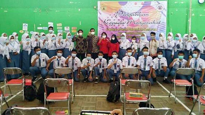 Tim PKM USM Beri Penyuluhan Hukum bagi Siswa SMKN 3 Semarang