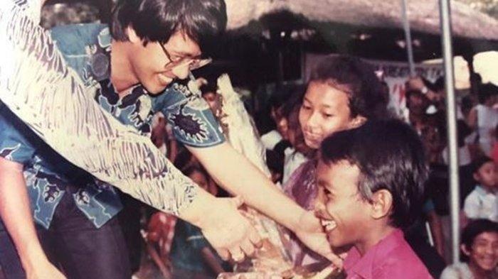 Viral Foto Lawas KakSeto Salami Dua Bocah SD, Kini Mereka Jadi Penyanyi Ternama di Indonesia