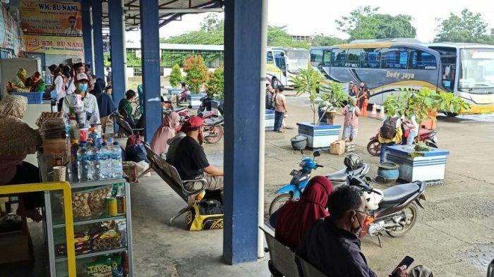 Ada Peningkatan Aktivitas di Terminal Dukuh Salam Slawi, Arus Balik ke Jabodetabek