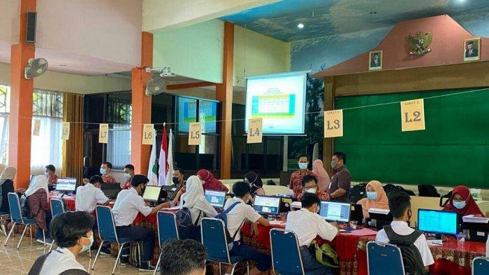 PPDB Jateng, SMKN 2 Slawi Fasilitasi Calon Siswa yang Kesulitan Saat Mendaftar