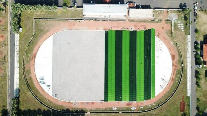 Foto-foto Stadion Joyokusumo Pati Dipasangi Rumput Sintetis