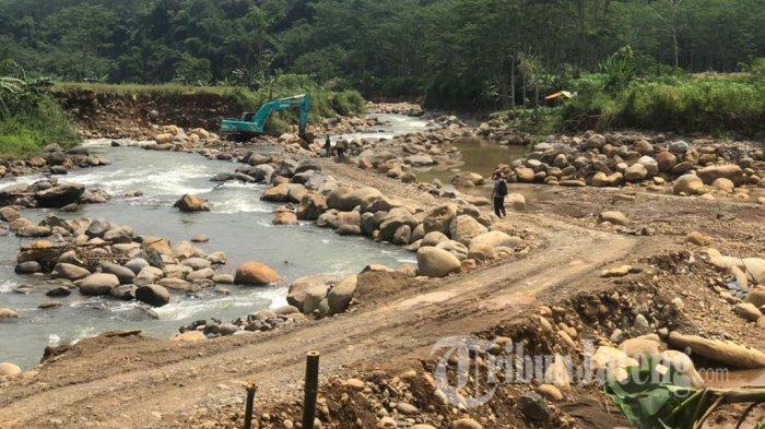 Penjarah Galian C Batang Pengecut, Lari Takut Polisi, Eskavator Ditinggal