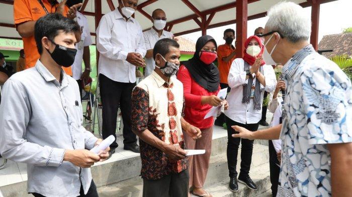 Ganjar Pranowo Cek Pembagian BST, Ada Buruh Tani Kembalikan Bansos