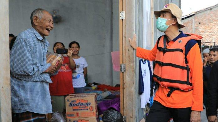 Ganjar Heran Lihat Dapur Umum Banjir Demak: Mesti Kalau Bencana Itu Kok Mie Instan Ya?