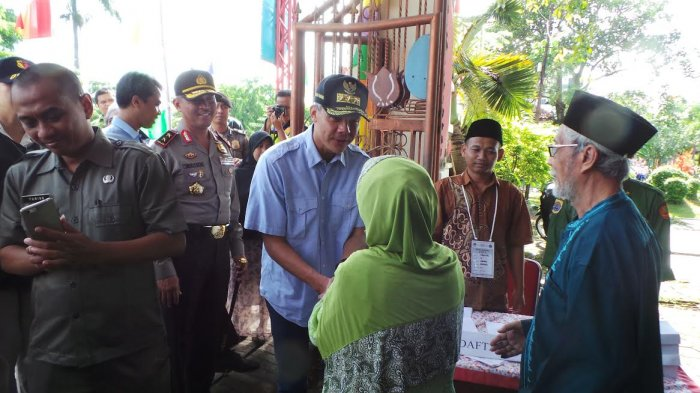 Tinjau TPS di Brebes, Ganjar: Coblos Nomor Tiga