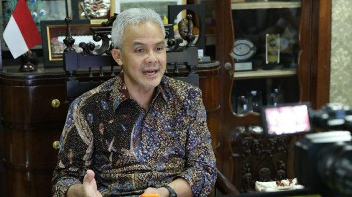 Gubernur Jateng, Ganjar Pranowo, saat pengukuhan sekolah Adipangastuti secara daring dari Kantor Gubernur Jawa Tengah, Kamis (17/12/2020).