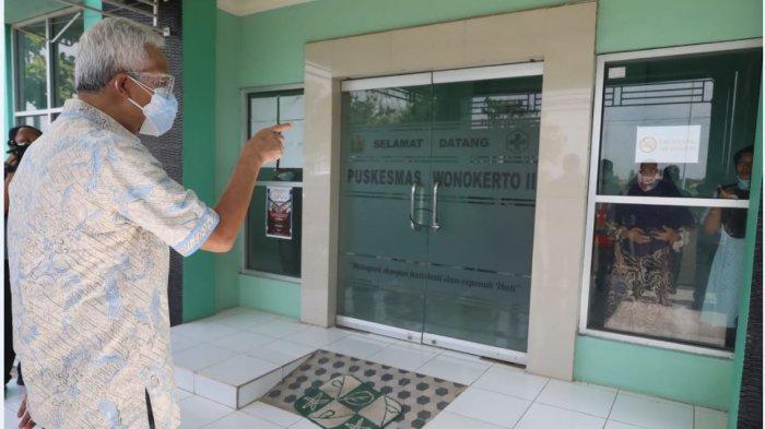 Gubernur Jawa Tengah Ganjar Pranowo saat mengunjungi rumah sakit darurat Covid-19 di Puskesmas Wonokerto 2, Kabupaten Pekalongan, Jawa Tengah.