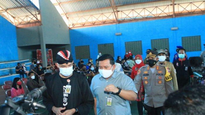 Ganjar Pranowo dan jajaran Forkopimda Cilacap yang turut memantau kegiatan vaksinasi massal, di gedung Tennis Indoor, Jalan Soetomo, Cilacap, Kamis (22/7/2021).