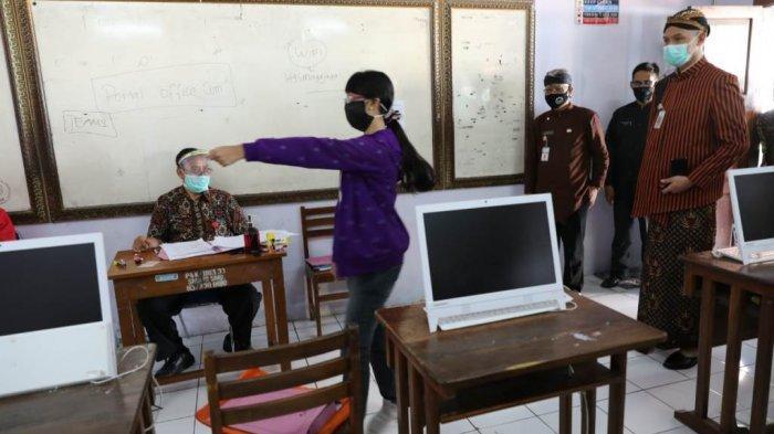 Ganjar Sidak Verifikasi PPDB SMAN 3 Semarang, Ingatkan Soal Integritas
