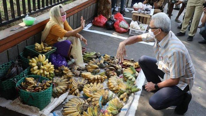 Ganjar Pranowo Kagum Pedagang Pasar Puri Baru Pati Disiplin Taat Prokes