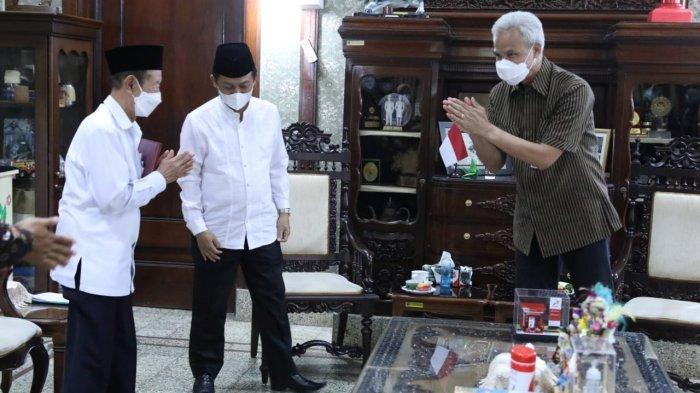 Gubernur Ganjar Pranowo menerima kafilah LPTQ Provinsi Jateng yang akan mengikuti seleksi Tilawatil Qur'an dan Al Hadist (STQH) Tingkat Nasional XXVI Tahun 2021, Selasa (12/10/2021).