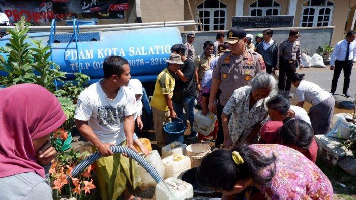 AKBP Gatot Ajak Organisasi Mahasiswa Salurkan Bantuan Air Bersih ke Warga Kumpulrejo Salatiga