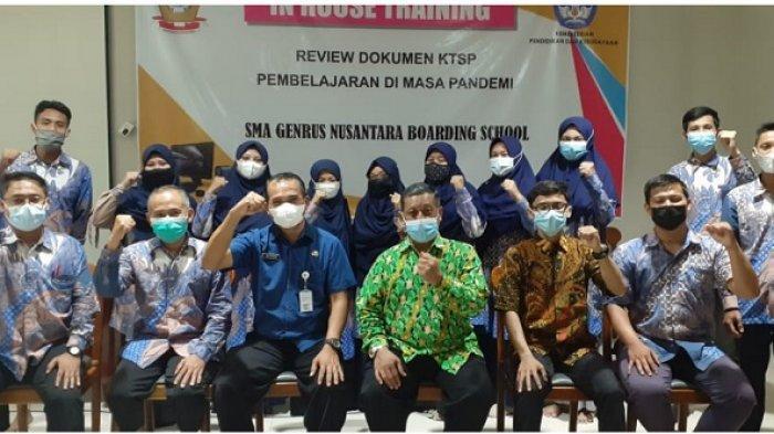 Guna meningkatkan mutu Pendidikan dan pembelajaran, di era pandemi utamanya, Generasi Nusantara Boarding School Brangsong Kendal Jawa Tengah, kembali menggelar in-house training (IHT) untuk para guru pendidik dan tenaga kependidikan di Ruang Serba Guna GNBS Kendal, Selasa (8/6/2021).