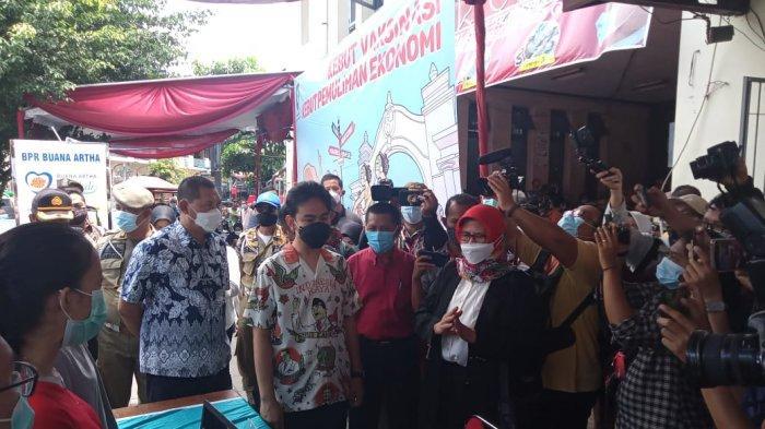 Hari Pertama Jadi Wali Kota Solo, Gibran: Cek Vaksinasi Pasar Gede