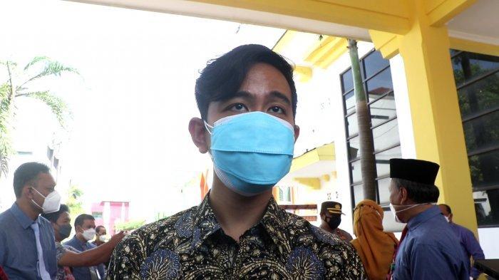 Reaksi Gibran ke 10 Mahasiswa UNS Solo Bentangkan Spanduk ke Jokowi: Pak Tolong Benahi KPK