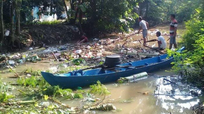 Cegah Banjir, Komunitas Gilis Bersatu Bersihkan Sungai dari Tumpukan Sampah