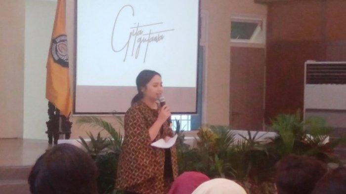Gita Gutawa Ajak Mahasiswa Lebih Kreatif dan Ciptakan Inovasi
