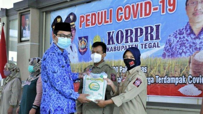 PNS Pemkab Tegal Sumbang 10 Ton Beras untuk Warga Terdampak Pandemi Covid-19