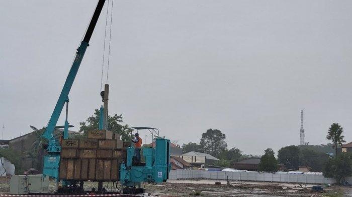 Bupati Pekalongan Asip Kholbihi (tengah) bersama Forkompinda saat membuka ground breaking rehabilitasi pembangunan Pasar Wiradesa.