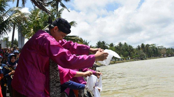Ganjar Pranowo Dorong Bumdes Promosikan Objek Pariwisata Lebih Gencar di Medsos