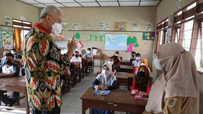Sidak Pembelajaran Tatap Muka di Sekolah di Klaten, Ganjar Temukan Siswa Tak Bermasker Masuk Kelas