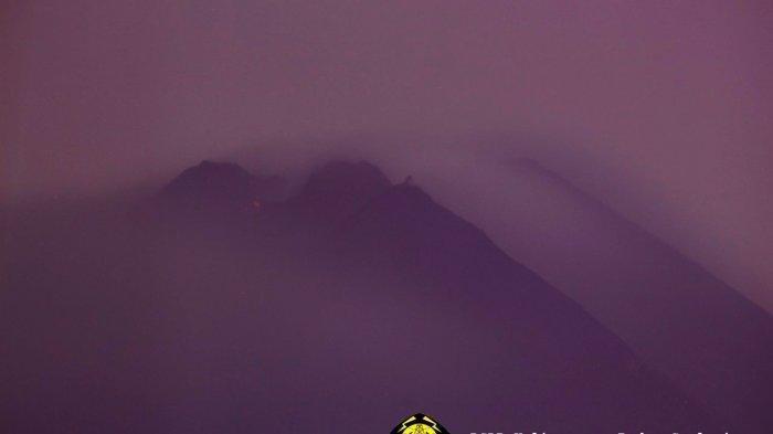 Guguran lava pijar Gunung Merapi pada Senin (4/1/2021)