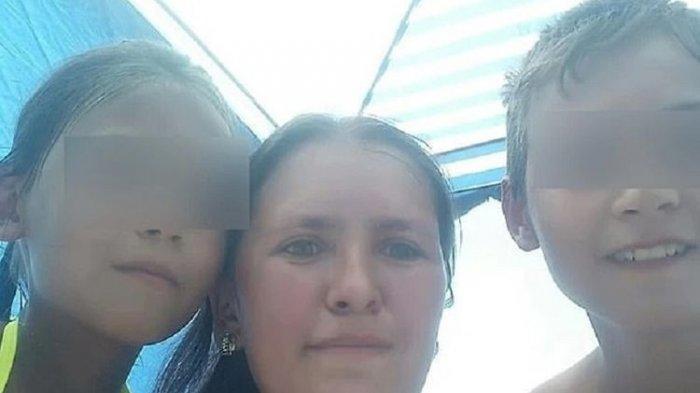 Gulnara Kostelnyuk bersama dua dari lima anaknya. Ibu berusia 31 tahun itu tewas setelah menyelamatkan kelima anaknya dari kebakaran yang melalap rumah mereka.(via Daily Mail)