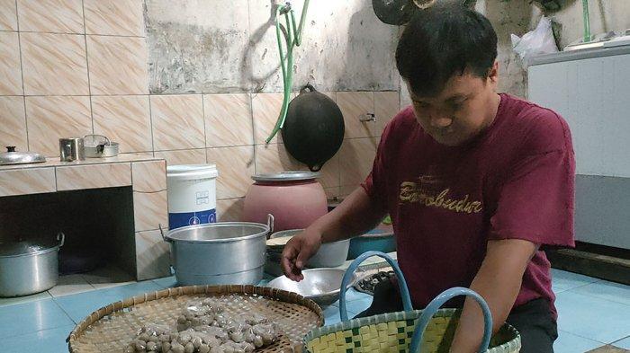 Kisah Inspirasi Guru Swasta di Batang Bertahan Hidup di Pandemi Buat Bakso Ayam Dijual Lewat Online