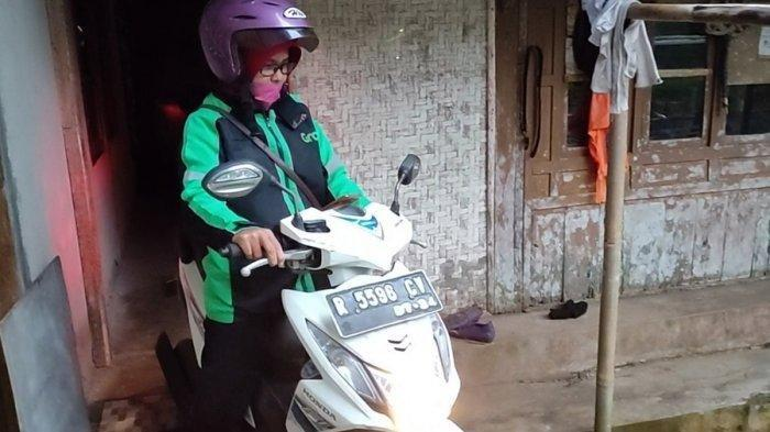 Inilah Sosok Susanti Guru Honorer di Purbalingga Nyambi Driver Ojol