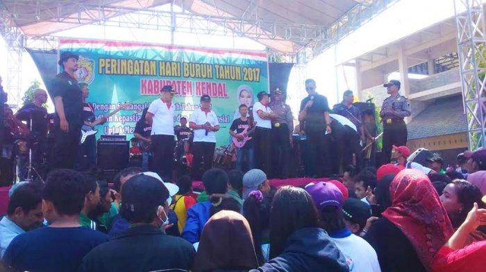 Sekda Kendal Ajak Buruh Berjoget Dalam Peringati May Day