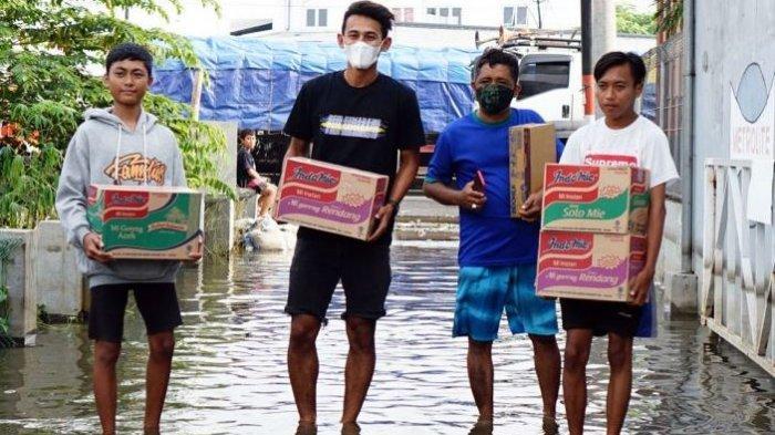 Bomber PSIS Ikuti Kegiatan Sosial Bantu Korban Banjir Semarang