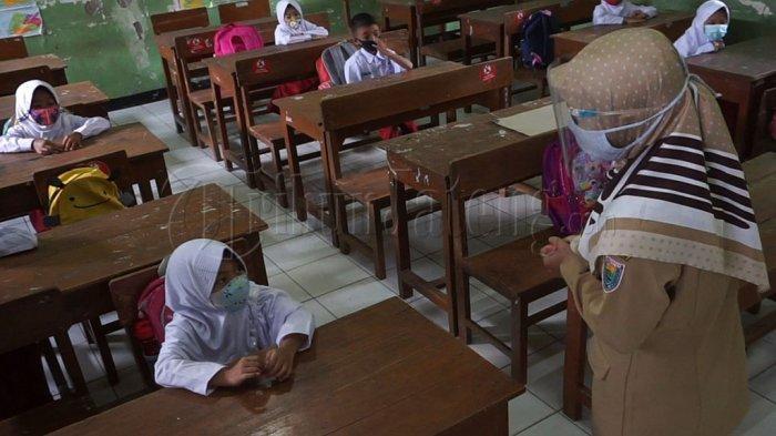 Hari pertama masuk sekolah di Kabupaten Batang 9 Maret 2021.