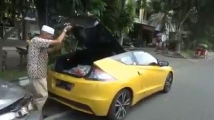 Viral Pria di Solo Bagi-bagi Sembako Kendarai Sedan Mewah, Tukang Becak: Alhamdulillah Pas Sepi