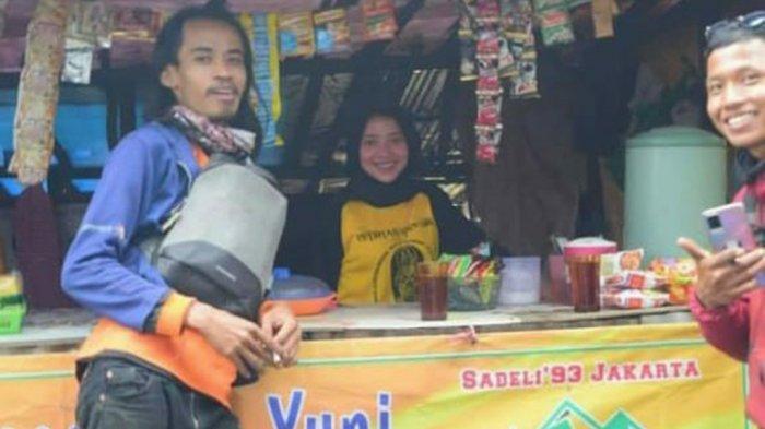 Wanita Cantik Tak Malu Jualan Semangka di Pos 3 Pendakian Gunung Lawu, Namanya Hastin Maharani