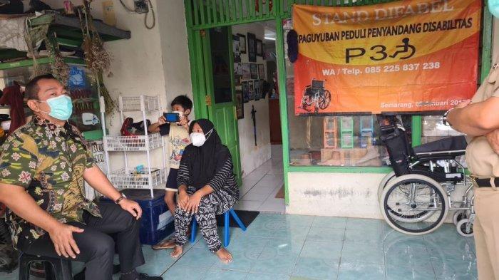Hendi Serahkan Kursi Roda ke Paguyuban Peduli Penyandang Disabilitas