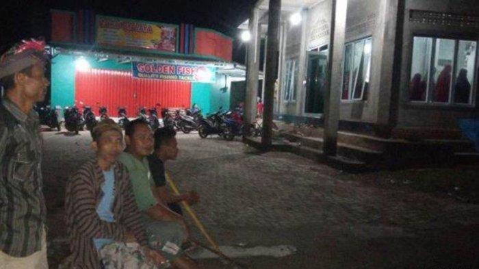 Pemuda Hindu Pringsewu Jaga Masjid dan Warga Muslim sedang Tarawih