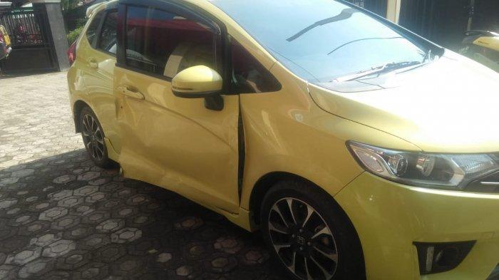 Buka Pintu Mobil Mendadak, Pengemudi Honda Jazz Sebabkan Kecelakaan di Mrebet