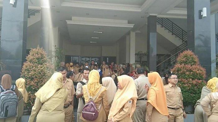 Ratusan Honorer Lolos K2 Gelar Aksi di Kantor DPRD Brebes Tuntut Kejelasan Status P3K