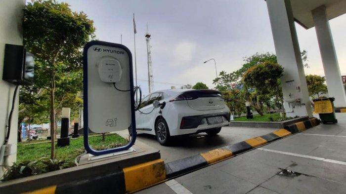 Hotel Santika Pekalongan Sediakan Charger Mobil Listrik