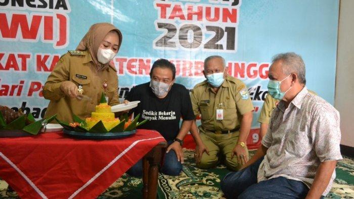 Peringatan HPN, Bupati Tiwi Apresiasi Wartawan Tetap Semangat Berkarya di Tengah Pandemi