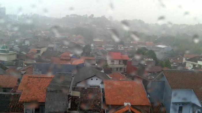 Beberapa Wilayah di Jateng Berpotensi Hujan Lebat Disertai Petir dan Angin Kencang