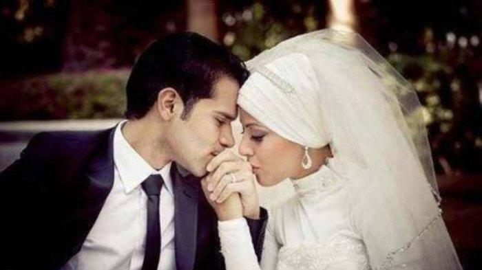 Suami Istri Ciuman Saat Puasa, Batal Tidak? Penjelasan Mengenai Hukumnya