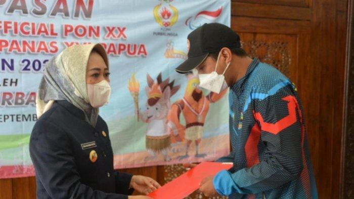 Bupati Purbalingga Tiwi Lepas Atlet dan Official untuk Mengikuti PON XX dan Peparnas XVI di Papua