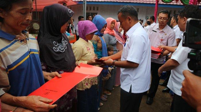 18 KK Korban Tanah Longsor Desa Sirau Purbalingga Terima Bantuan Relokasi