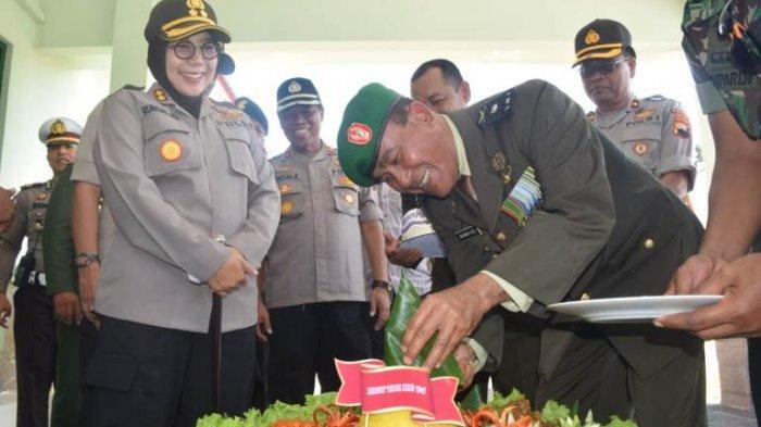 HUT Ke-74 TNI, AKBP Rondhijah Beri Kejutan bagi Dandim 0712 Tegal